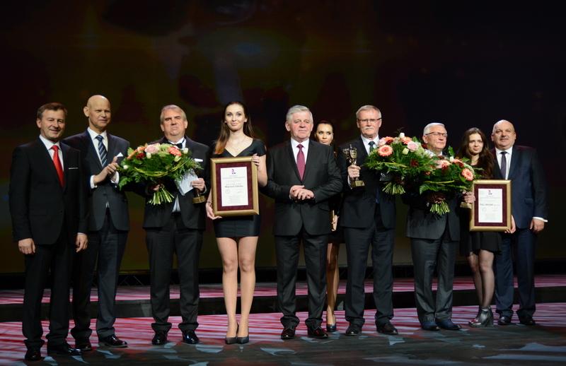 Pamiątkowe zdjęcie laureatów Gali Ambasador Województwa Lubelskiego