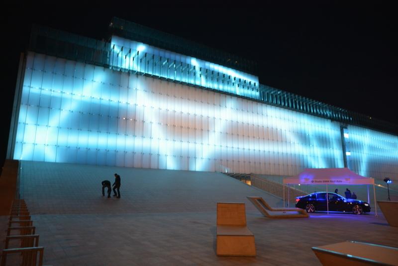 Widok z zewnątrz Centrum Spotkania Kultur w trakcie Gali