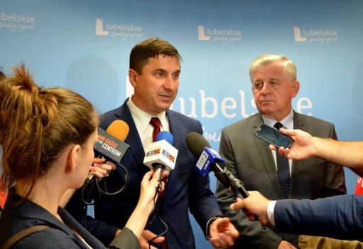 Konferencja prasowa poświęcona konkursowi z działania dotyczącego wrostu konkurencyjności MŚP. Od lewej: Dyrektor LAWP Marceli Niezgoda oraz Marszałek Sławomir Sosnowski.