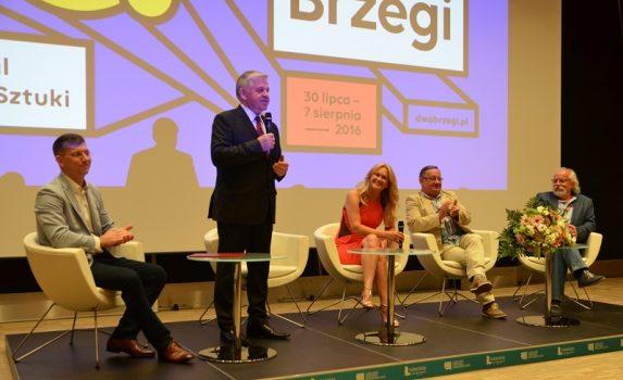 Projekcję filmu poprzedziła dyskusja organizatorów festiwalu z udziałem marszałka województwa lubelskiego.