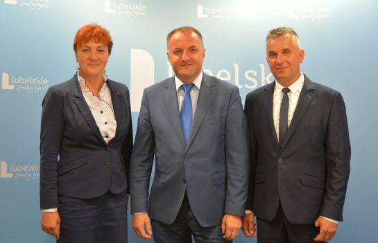 Starościna Dożynek Małgorzata Słowik, Grzegorz Kapusta wicemarszałek województwa, starosta Dożynek Dariusz Buczek.