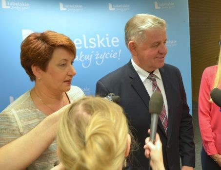 Konferencja prasowa poświęcona pierwszym konkursom z EFS RPO 2014-20. Od lewej: dyrektor WUP Małgorzata Sokół oraz marszałek województwa Sławomir Sosnowski.
