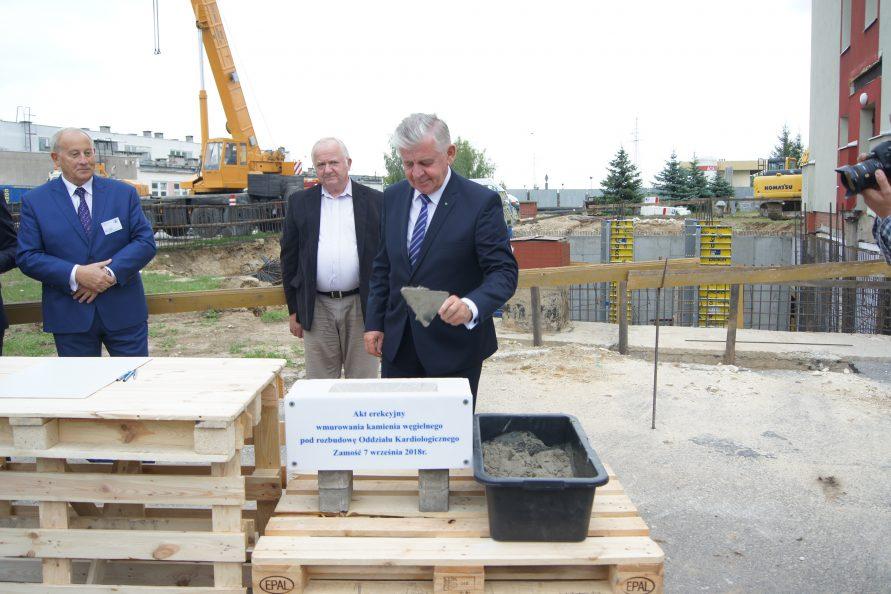 Marszałek Sławomir Sosnowski dokonał symbolicznego wmurowania kamienia węgielnego