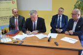 Podpisanie umowy na dofiansowanie AOS w Radzyniu Podlaskim