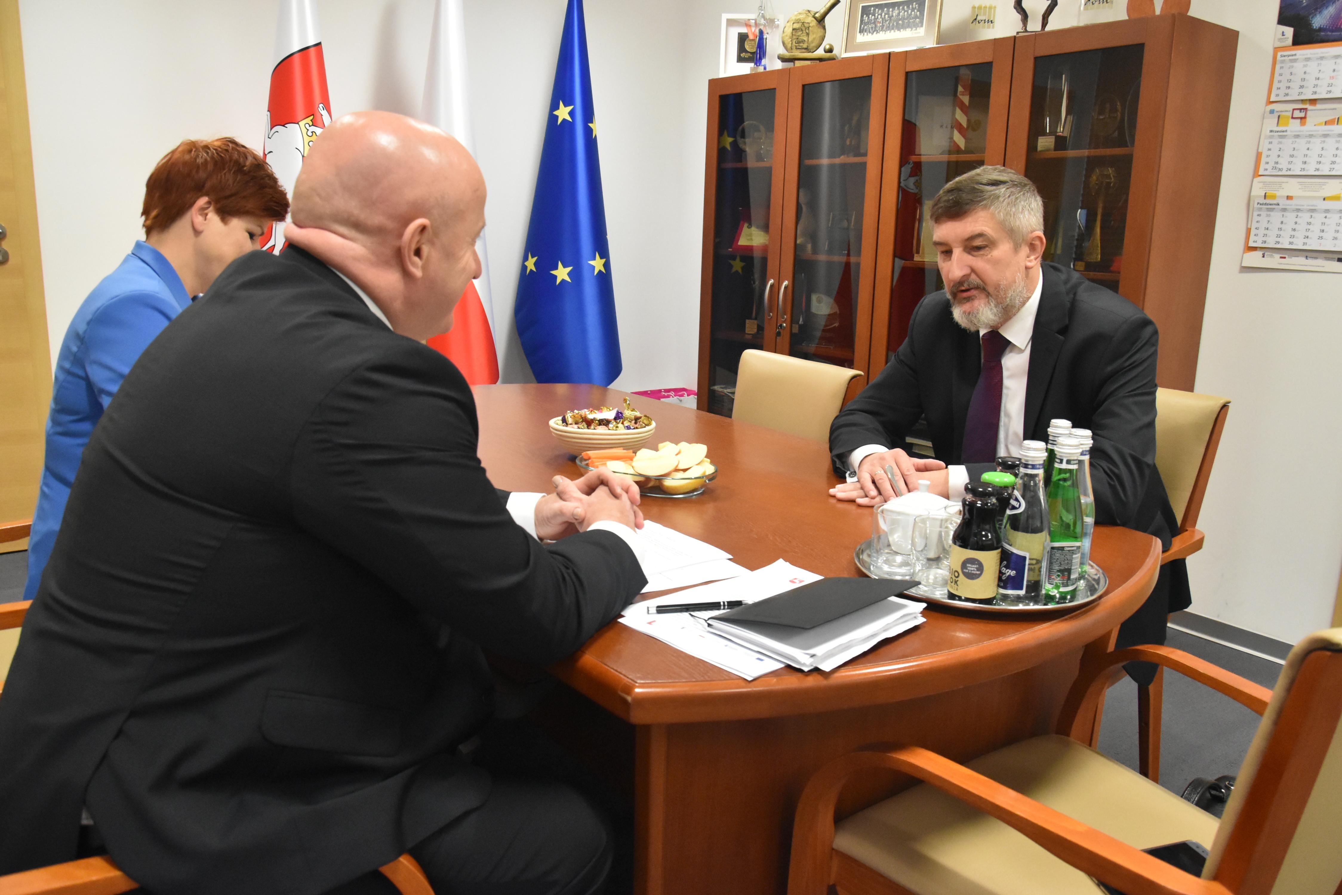Marszałek Jarosław Stawiarski spotkał się z Ambasadorem RP w Mińsku, Arturem Michalskim