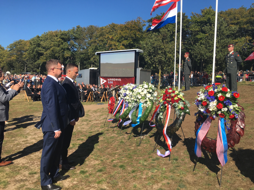 Przedstawiciele Województwa Lubelskiego oddali hołd polskim żołnierzom podczas 75. rocznicy Operacji Market Garden
