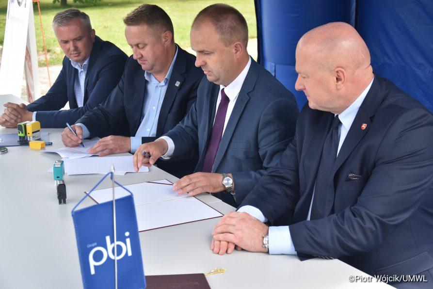 Umowa na modernizację DW nr 833 w Kraśniku podpisana