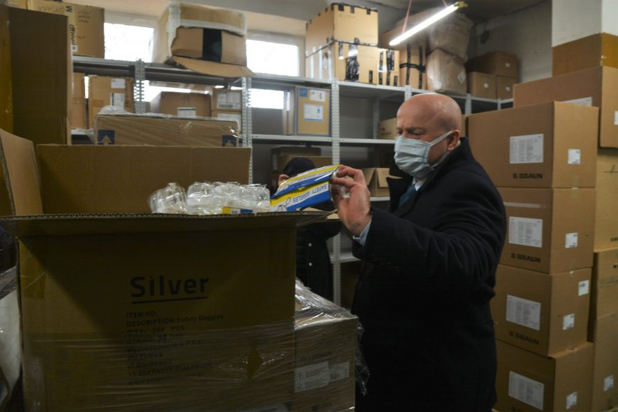 Przekazanie sprzętu i środków ochrony osobistej dla kraśnickich placówek