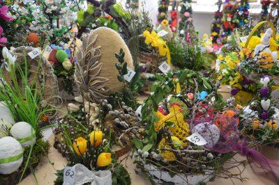 prace konkursowe: stroiki i palmy wielkanocne