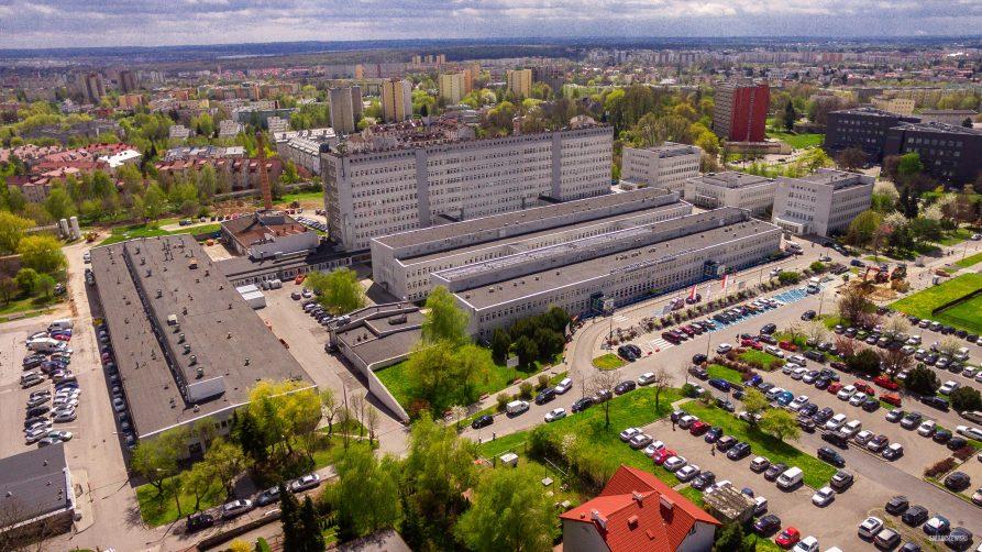 Widok z lotu ptaka na budynki Wojewódzkiego Szpitala Specjalistycznego przy al. Kraśnickiej w Lublinie.