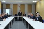 Spotkanie zarządu województwa ze starostami i przedstawicielami powiatów poświecone programowi 100 km dróg w każdym powiecie na 100. rocznicę odzyskania przez Polskę niepodległości.