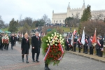 Marszałek Województwa Lubelskiego Sławomir Sosnowski oraz Sekretarz Województwa Lubelskiego Anna Augustyniak składają wieniec pod Pomnikiem Zaporczyków