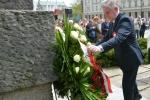 Marszałek województwa lubelskiego, Sławomir Sosnowski składa wieniec pod pomnikiem Konstytucji 3 Maja.