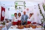 """""""Staramy się z całych sił promować produkty regionalne i tradycyjne"""" – zapewniał w Janowcu wicemarszałek Sebastian Trojak"""