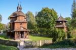 Widok na cerkiew greckokatolicką pw. św. Mikołaja Cudotwórcy znajdującą się w Muzeum Wsi Lubelskiej w Lublinie