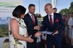 Gratulacje dla kolejnych laureatów (© LODR w Końskowoli)