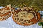 Dożynki Wojewódzkie odbyły się w tym roku w Radawcu. Chleb dożynkowy.