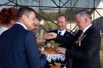 Chleb dzielą gospodarze Dożynek, starosta lubelski, wójt gminy Konopnica, marszałek województwa lubelskiego.