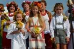 Dzieci w strojach ludowych podczas występów