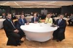 Gala finałowa konkursu Rolnik z Lubelskiego 2020. Przy okrągłym stole siedzi kapituła konkursu. po prawej stronie czlonek zarządu Zdzisław Szwed
