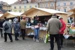 Ofertę spożywczą i rękodzieło ludowe oferowało na placu Zamkowym niemal siedemdziesięciu wystawców