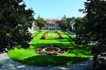 Ogród przed pałacem