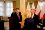 Dyrektor Szałachwiej odbiera akt powołania z rąk wojewody Czarnka (z lewej) i ministra Ardanowskiego (© Lubelski Urząd Wojewódzki)
