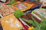 Obowiązkową pozycją w kiermaszowym menu NKD są co roku wyroby cukiernicze (fot. Tomasz Makowski/UMWL)