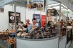 Jednym z tegorocznych wystawców na naszym stoisku była Maria Siej (z lewej) z córką, prowadzące Bar Cukierniczy w Lubartowie