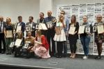 Laureaci Złotego Medalu Targów Natura Food 2019 w komplecie. Reprezentantka z województwa lubelskiego stoi druga z prawej