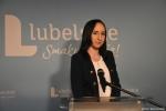 Asystentka Zarządu Fundacji Rozwoju KUL Agnieszka Trepka opowiedziała o słodkich (miodowych) niespodziankach dla dziewięćdziesięciu laureatów konkursu