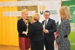Honory gospodarza pełniła dyrektor Zespołu Szkół Rolniczych w Kijanach, Jolanta Wąsala (z lewej) (© ZSR w Kijanach)