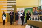 Oprócz nagród ufundowanych przez organizatorów i patronów olimpiady, do laureatów trafiły też wspaniałe puchary (© ZSR w Kijanach)