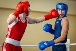 walka bokserska zawodników na ringu w ramach OOM
