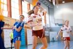 piłkarka ręczna województwa lubelskiego wykonująca rzut na bramkę podczas meczu w ramach OOM