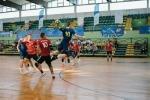 mecz piłkarzy ręcznych na hali sportowej podczas rywalizacji OOM