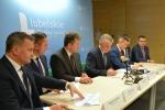 Podpisanie pierwszych 6 umów na dofiansowanie OZE miało miejsce 22 grudnia 2016 w Urzędzie Marszałkowskim.
