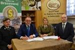 Wczoraj w Sobieszynie umowę opiewającą na blisko 1,4 mln zł podpisał Grzegorz Kapusta, wicemarszałek województwa lubelskiego oraz Justyna Jędruch, Dyrektor Zespołu Lubelskich Parków Krajobrazowych. W podpisaniu umowy wzięli udział również starosta rycki Stanisław Jagiełło oraz Marcin Czyżak, dyrektor departamentu EFRR UMWL.