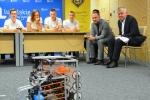 Krzysztof Hetman i Sławomir Sosnowski testują robota
