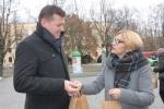 Sadzonki wręczała sekretarz Anna Augustyniak