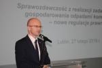 O tym, że poprawność wypełnianych i przedkładanych przez gminy sprawozdań jest niezwykle istotna, przekonywał już na wstępie Sebastian Trojak, członek Zarządu Województwa Lubelskiego, pełniący rolę gospodarza spotkania