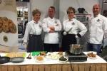 Niezawodna ekipa kuchmistrzów ze Stowarzyszenia Lubelskich Kucharzy tuż przed pokazem gotowania