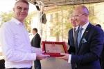 Zasłużonym dla lubelskiego pszczelarstwa dyplomy wręczał, dziękował i gratulował Członek Zarządu Województwa Lubelskiego, Sebastian Trojak