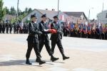Strażacy z flagą Polski