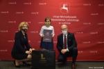od lewej: Ewa Szałachwiej dyrektor departamentu rolnictwa i rozwoju obszarów wiejskich, Martyna Piszczek, Sebastian Trojak czlonek zarządu