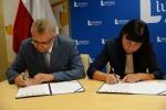 Prezydenci miast podpisują umowy