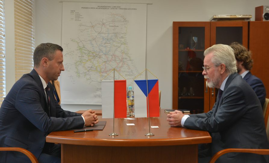 Spotkanie wicemarszałka Michała Mulawy (po lewej) z ambasadorem Czech Iwan Jestřáb (po prawej)