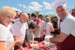 Wicemarszałek Grzegorz Kapusta częstował własnoręcznie przyrządzonymi potrawami z ryb