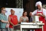 """Podczas """"bitwy kulinarnej"""" wicemarszałek Kapusta przygotował… kapustę z grochem"""