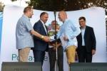Drugą nagrodę w konkursie na najładniejsze stoisko zdobył w Drohiczynie Tomasz Solis, właściciel firmy FRUX SOLIS z Mikołajówki (na pierwszym planie z prawej)